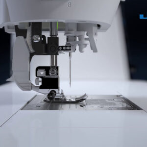 "Máquina de Costura ""Kirei HZL-UX8"""